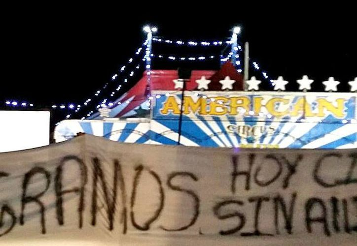 American Circus llegó hace dos semanas a Playa del Carmen, y provocó que en el recinto se manifestaran ciudadanos. (Jesús Tijerina/ SIPSE)