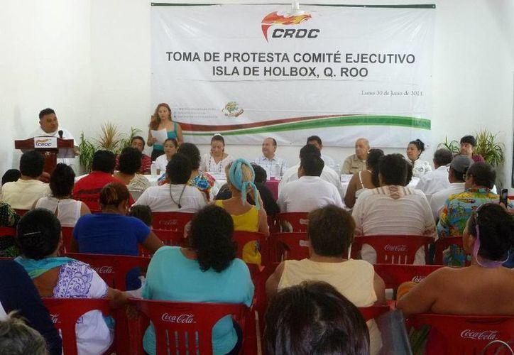 La toma de protesta del comité ejecutivo de la CROC en la isla. (Raúl Balam/SIPSE)