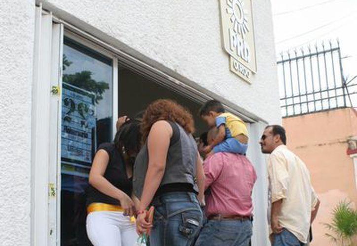En los últimos días se ha visto mucha actividad en las instalaciones del sol azteca en Cancún. (Tomás Álvarez/SIPSE)