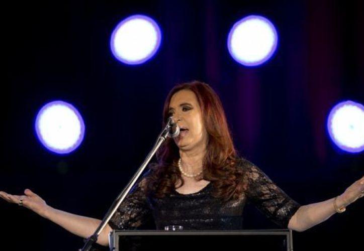 Kirchner le dejó a Fernández un país que había registrado drásticas reducciones de la pobreza y el desempleo. (Agencias)