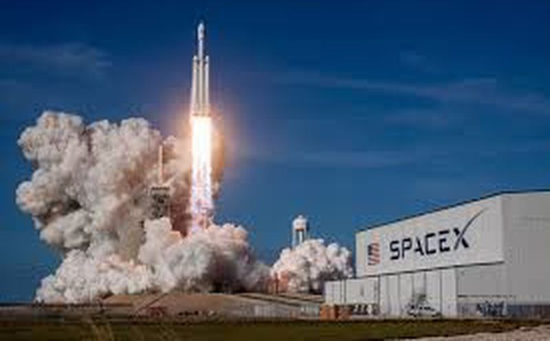SpaceX lanza nuevo cohete orientado a futuras misiones tripuladas