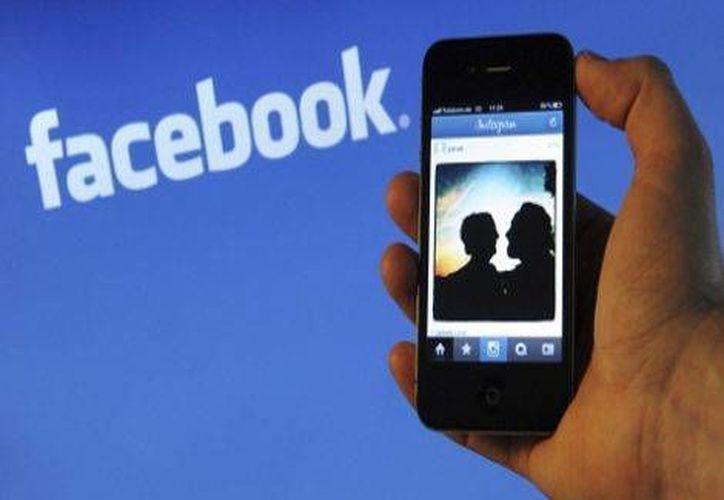 Richards y la chica intercambiado cientos de mensajes por medio de Facebook. (Milenio)