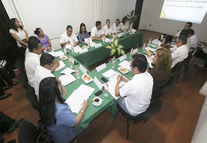Sesión Ordinaria de la Honorable Junta Directiva del centro de capacitación. (Eddy Bonilla/SIPSE)