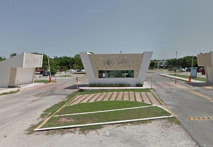 Imagen de la entrada de La Universidad Anáhuac Mayab. La institución realizará un proyecto académico en colaboración con la  Georgia Southern University. (Google Maps)