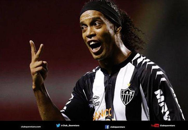 """Sinha aclaró que admira a Ronaldinho """"pero al día a día se tiene que trabajar para que el equipo suba y de resultados"""". (Facebook/Querétaro F.C.)"""