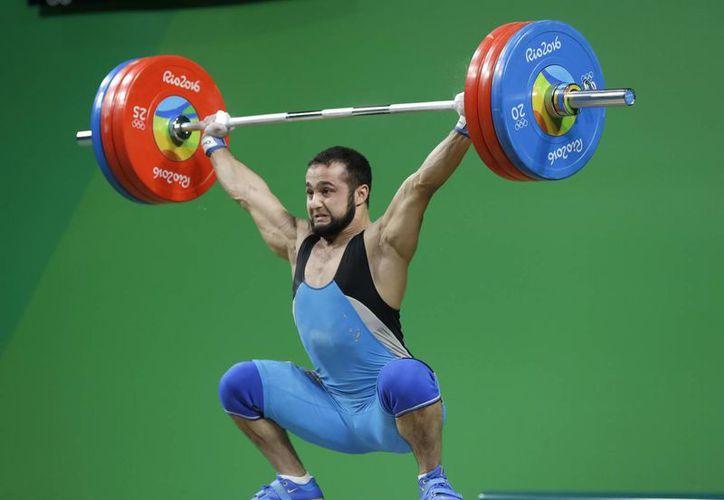 Nijat Rahimov, de Kazakhstan, durante su participación este miércoles en Río 20165, donde ganó medalla de oro. (AP/Mike Groll)