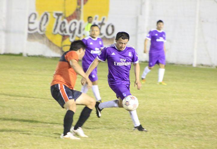 El Club Osos Grises y el Congreso del Estado serán los protagonistas de la gran final de la Liga Máster de Fútbol. (Miguel Maldonado/SIPSE)