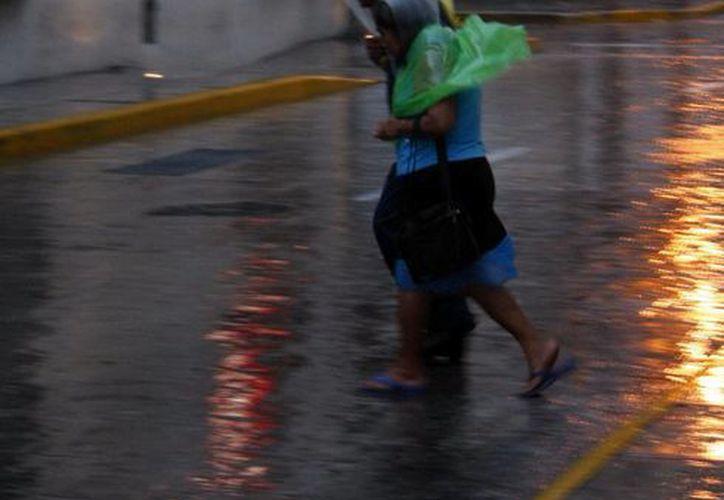 La lluvia marcó la tarde y parte de la noche del domingo en Mérida. (Christian Ayala/SIPSE)