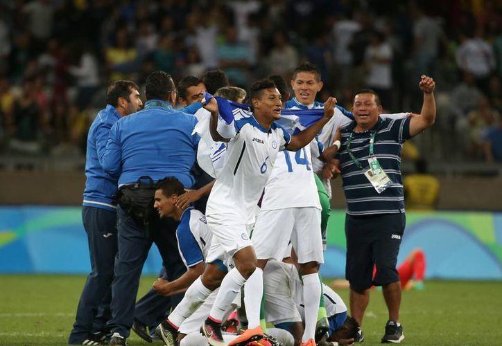 La selección hondureña de futbol consiguió un histórico pase a semifinales en la justa veraniega. (AP/ Eugenio Savio)