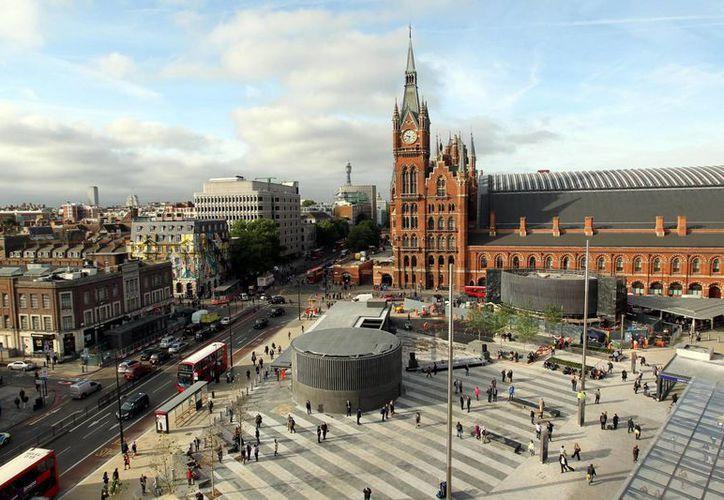 En los libros de Harry Potter, de la estación King's Cross sale el tren a la escuela de Hogwarts. (Agencias)