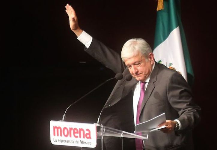 El líder nacional de Morena, Andrés Manuel López Obrador en el Congreso de Morena. (Foto: sin Embargo)