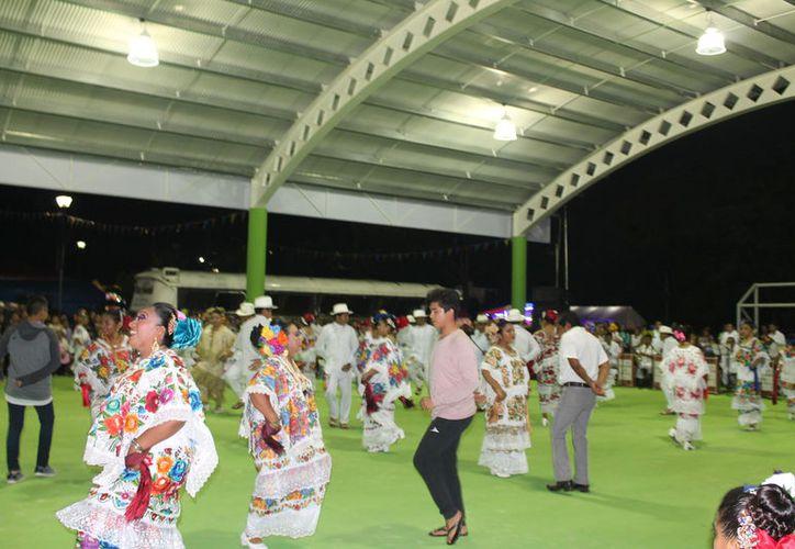 En la noche de alborada no acudió la cantidad de jaraneros que se esperaba. (Raúl Balam/SIPSE)