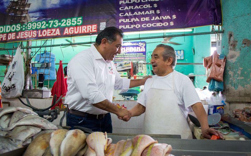 Los locatarios pidieron a Víctor Caballero Durán un programa integral de rescate del inmueble. (Milenio Novedades)