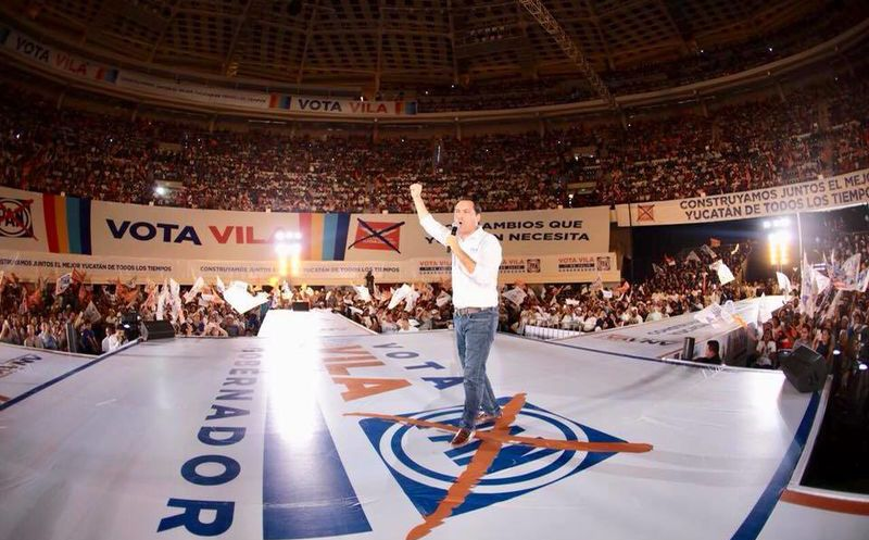 Mauricio Vila realizó el cierre de su campaña en el Coliseo Yucatán. (Facebook)
