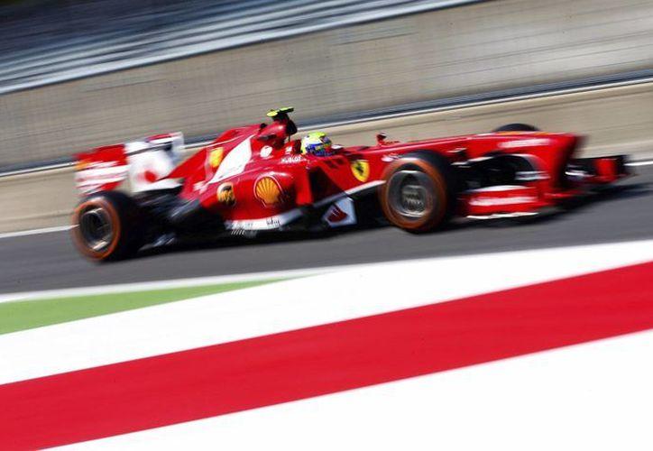 El piloto brasileño Felipe Massa durante los entrenamientos libres para el Gran Premio de Italia. (EFE)