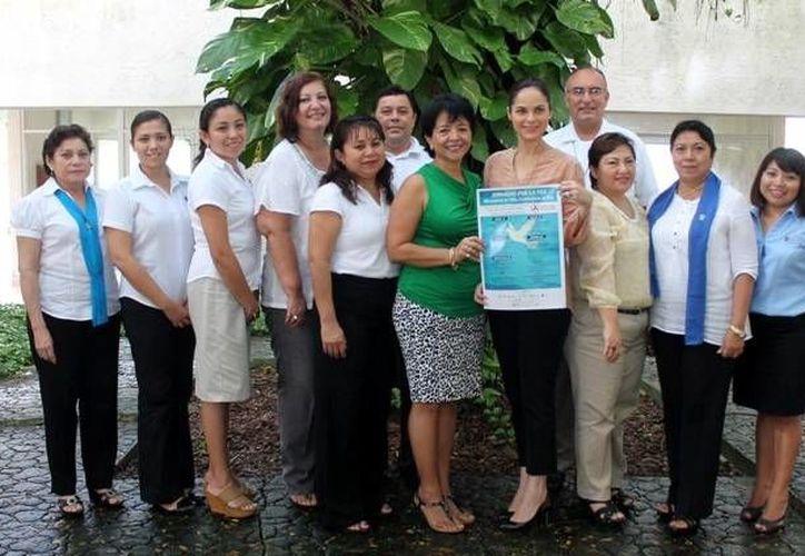 Representantes de instituciones y organizaciones fomentan una cultura de paz en la isla. (Cortesía/SIPSE)