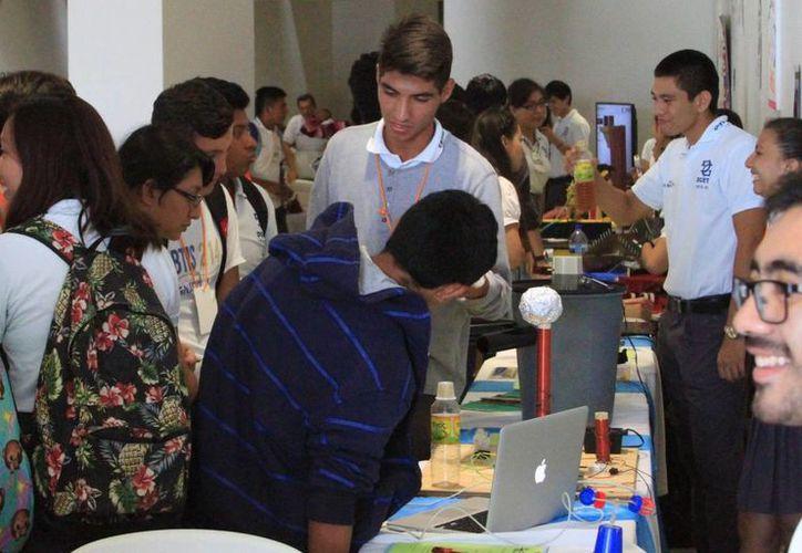 La opción de la prepa en línea permite terminar el bachillerato en menos de tres años. (Claudia Martín/SIPSE)
