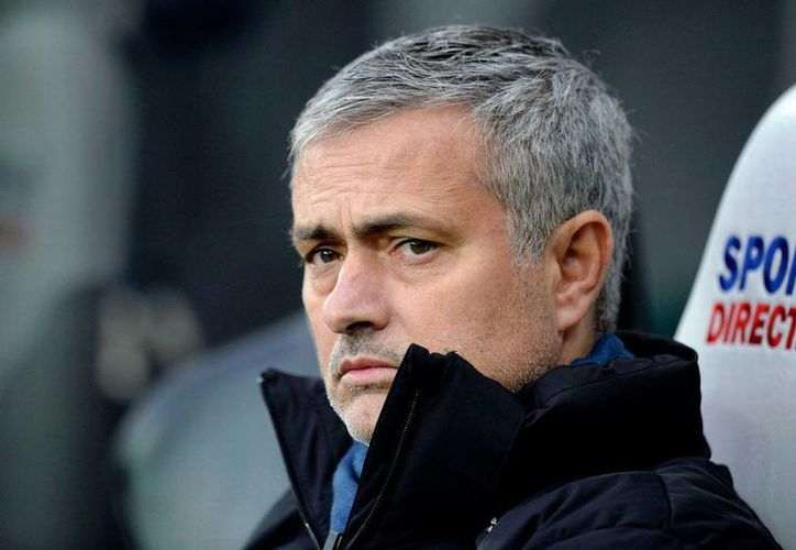 José Mourinho renovó 4 años con el Chelsea, hasta 2019. En la imagen el DT portugués en un duelo contra el Newcastle. (chroniclelive.co.uk)