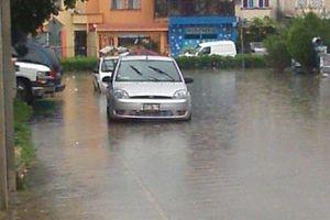 Lluvias dejan inundaciones en Playa del Carmen