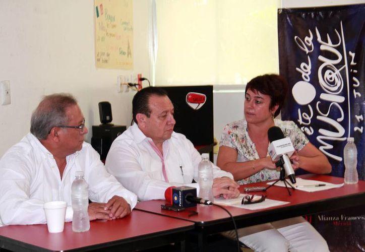 Imagen de la rueda de prensa de la Alianza Fracesa y la Sedeculta, quienes anunciaron los pormenores de La Fiesta de la Música, en Yucatán. (Jorge Acosta/Milenio Novedades)