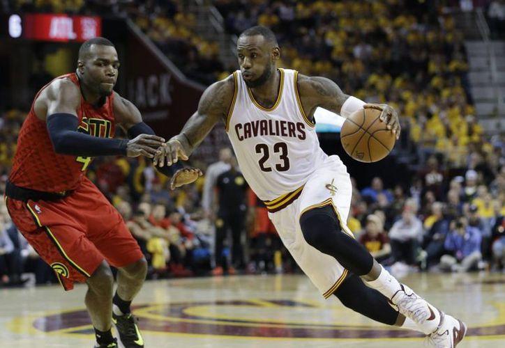 LeBron James anidó 25 puntos este lunes en la victoria de los Cavs ante Atlanta (AP)