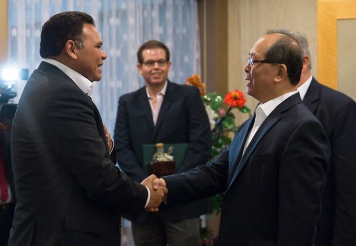 Un delegación yucateca encabezada por el gobernador Rolando Zapata visitó este miércoles la Embajada de China en la Ciudad de México. (Foto cortesía del Gobierno de Yucatán)