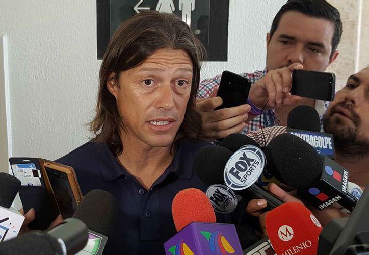 Matías Almeyda compareció ante los medios en el Hotel Iberostar. (Jesús Tijerina/SIPSE)