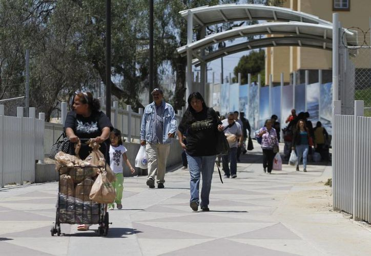 Aspecto del cruce fronterizo que comunica a Tijuana, Baja California, con la vecina ciudad de San Ysidro, California, EU. (Archivo/Notimex)