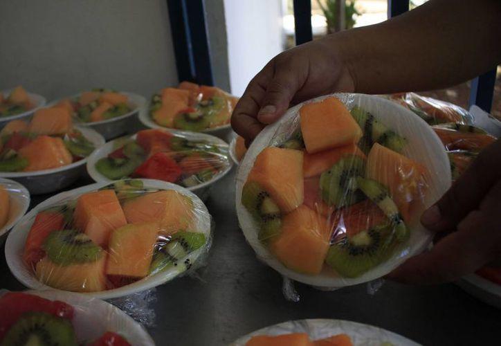 Para cambiar los hábitos alimenticios es necesario acudir con un especialista. (Harold Alcocer/SIPSE)