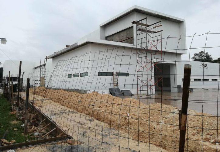 Actualmente, en los trabajos de edificación y equipamiento la inversión total será de 585 millones 800 mil pesos. (Joel Zamora/SIPSE)