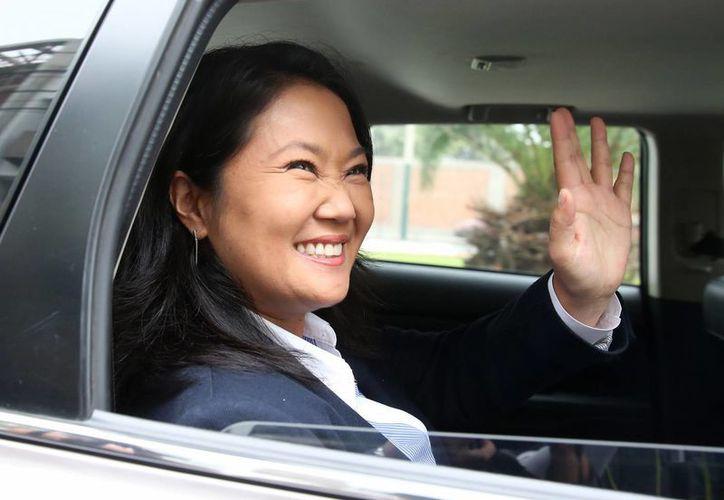 La candidata presidencial peruana del partido Fuerza Popular, Keiko Fujimori, fue registrada este martes a la salida de su residencia, ubicada en el barrio de Chacarilla, en Lima, Perú. (EFE)