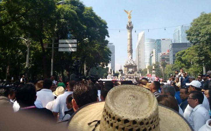 Los taxistas durante la manifestación en la Ciudad de México. (Tomás Álvarez/SIPSE)