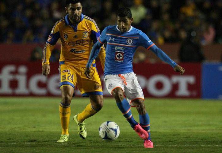 Con un empate a cero goles, y sin muchas emociones, los Tigres recibieron al Cruz Azul este sábado en 'El Volcán'. ( Mexsport)