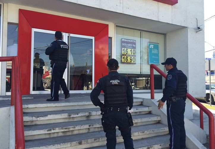 Sujetos atacaron a las personas y trabajadores en el banco Santander. (El Horizonte/Contexto)