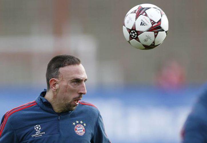 Franck Ribery confía en obtener su primer Balón de Oro, pues consiguió con el Bayern Munich un triplete histórico de títulos. (Agencias)