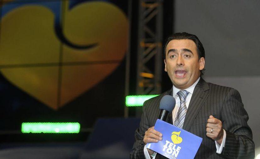 """Presuntamente Adal Ramones dijo en su show: """"p..."""" Araya """"ni para presidente de la clase en la escuela"""". (EFE/Archivo)"""