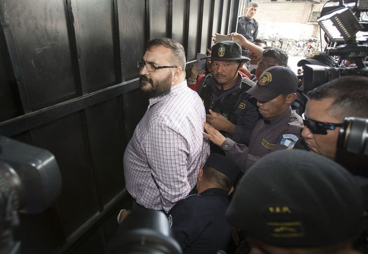 Los delitos federales atribuidos son por delincuencia organizada y operaciones con recursos de procedencia ilícita. (López Dóriga Digital)
