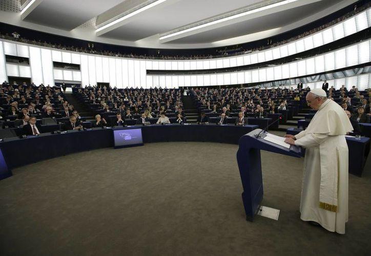 El Papa Francisco durante su discurso a la representación parlamentaria de los 28 Estados miembros de la Unión Europea, en Estrasburgo, Francia, este martes 25 de noviembre de 2014. (Foto: AP)