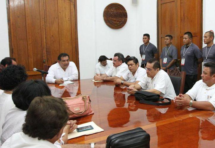 El secretario General de Gobierno, Víctor Caballero, presidió la premiación de escoltas. (Cortesía)