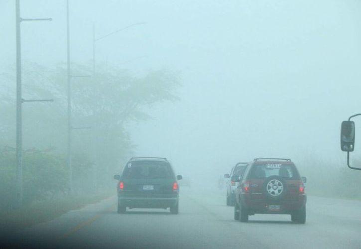 La neblina apareció desde temprana hora y 'cubrió' gran parte de la ciudad. (José Acosta/SIPSE)