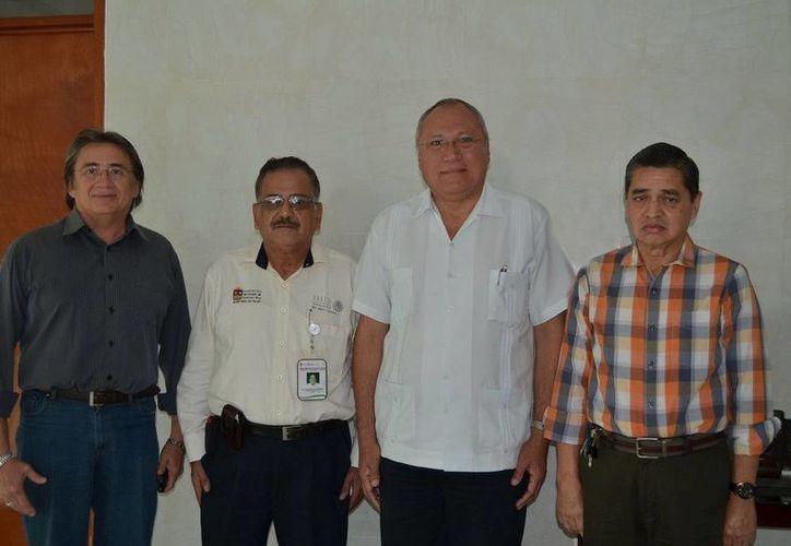 En la imagen , el secretario estatal de Salud, Rafael Alpuche Delgado, Ariel López Contreras, Jorge Jesús Esparza Aguilar y Norberto Marín Arteaga. (Redacción/SIPSE)