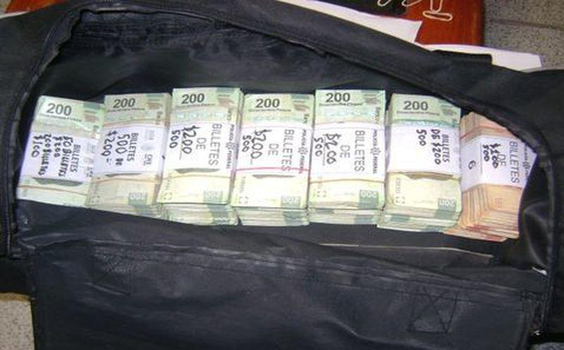 Detienen a pasajero con más de 700 mil pesos en efectivo