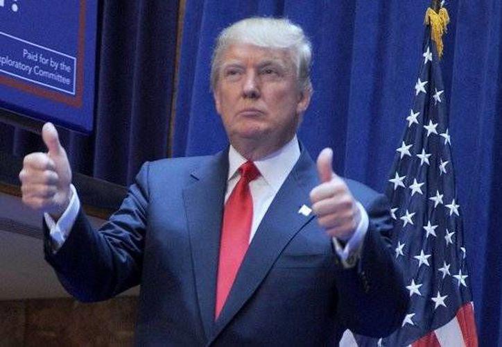 Donald Trump aparece entre lo más destacado del 2015 en los programas nocturnos de EU. El político debutó como el eje de la serie  'The Apprentice' de la cadena NBC en 2004. (AP)