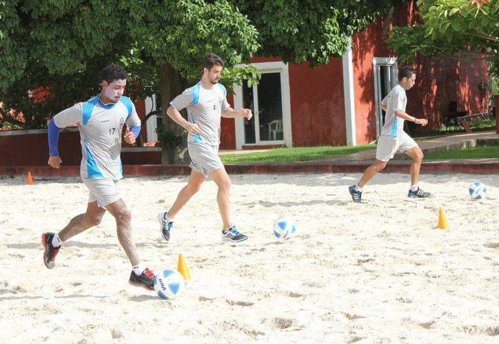Los astados entrenaron en arena, ayer en Tamanché. (Milenio Novedades)