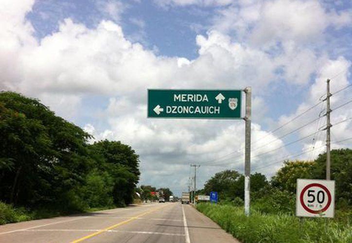 El kilómetro 90 de la carretera Mérida-Tizimin el sitio donde ocurrió el avistamiento del OVNI, como contó el trailero. (Jorge Moreno/SIPSE)
