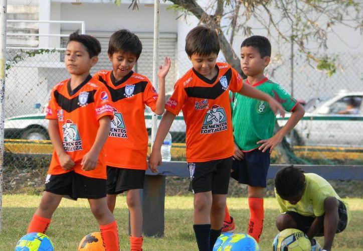 Una vez más Tuzos e Isla se verán las caras en una final de la categoría, el año pasado disputaron la final del torneo de liga y el campeón de campeones. (Ángel Mazariego/SIPSE)
