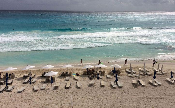 Los hoteles los deben construir de manera sustentable, respetando la duna costera. (Luis Soto/SIPSE)