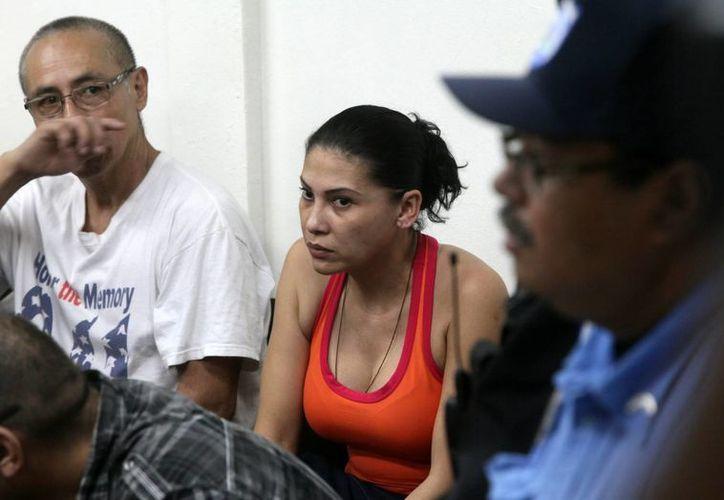 Raquel Alatorre Correa (c), identificada como la supuesta líder del grupo de 18 falsos periodistas de Televisa detenidos en Nicaragua. (EFE/Archivo)
