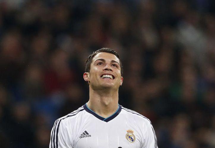 El vestuario partido dentro del Real Madrid y la falta de apoyo podría ser determinante en la salida de Cristiano. (EFE)