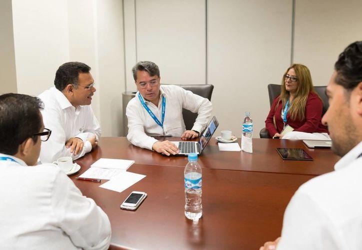 El gobernador Rolando Zapata Bello sostuvo en Acapulco reuniones con directivos, altos ejecutivos y empresarios de diversas ramas del sector turístico. (SIPSE)